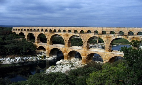10 famous ancient roman architecture designs rankred for Pont du gard architecte