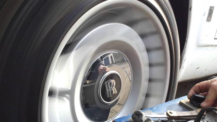 logo-on-wheel-rr